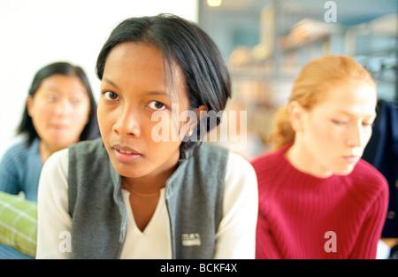 Junge Frauen, Kopf und Schultern - Stockfoto