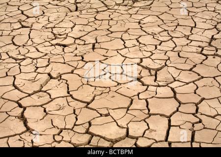 Dürre trockene rissige verbrannte Erde - Stockfoto