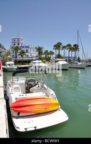 Blick auf Marina, Estepona, Costa Del Sol, Provinz Malaga, Andalusien, Spanien - Stockfoto