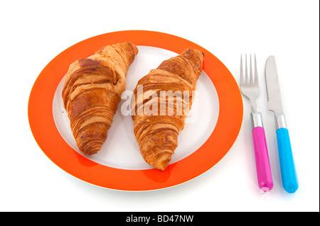 Baguette Brötchen Croissants auf Platte isoliert auf weiß - Stockfoto