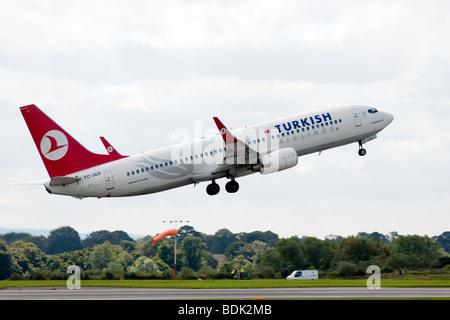 Türkische Airways Boeing 737-8F2 TC-Richter startet vom Flughafen Manchester - Stockfoto