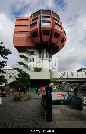 Berlin. Deutschland. Bierpinsel deswegen, ungewöhnliche 70er Bar & Restaurantgebäude in Steglitz. - Stockfoto