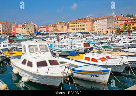 Marina vor der Altstadt von Rovinj, Istrien, Kroatien - Stockfoto