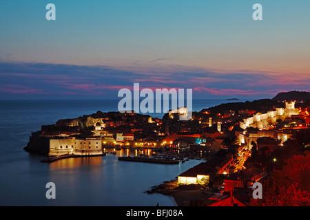 Überblick über die Altstadt von Dubrovnik, Kroatien bei Sonnenuntergang - Stockfoto
