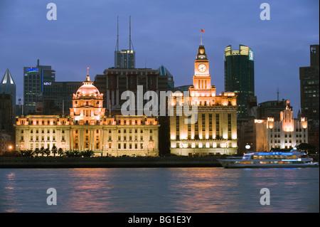Historischen Kolonialbauten beleuchtet am Bund, Shanghai, China, Asien - Stockfoto