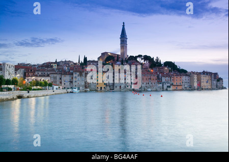 Kroatien, Istrien, Rovinj, Blick auf die Stadt Rovinj mit der Kathedrale der Heiligen Euphemia - Stockfoto