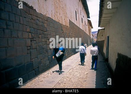 Peruaner, peruanische Volk, Calle Loreto, Hauptstadt von Cuzco, Cusco, Cuzco, Peru, Südamerika - Stockfoto