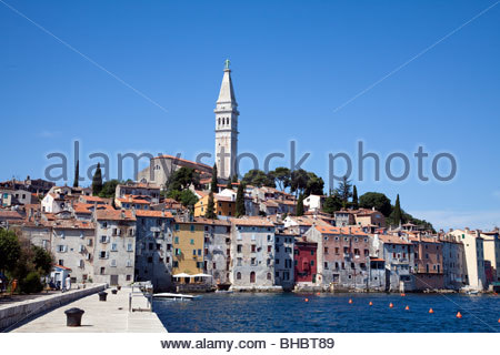 Kroatien kroatische Europahaus beherbergt Istrien Mittelmeer Übersicht Rovinj Wasser - Stockfoto