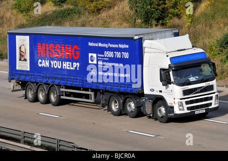 M25 Autobahn vermissten Anzeige auf Seite der Ford motor Company trailer - Stockfoto