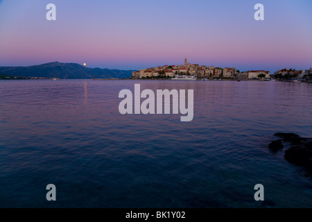 Korcula, Kroatien mit steigenden Vollmond - Stockfoto