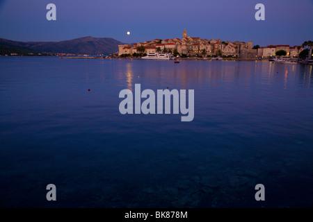 Mondaufgang über Korcula in Kroatien - Stockfoto