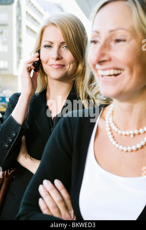 Zwei glückliche Geschäftsfrauen - Stockfoto