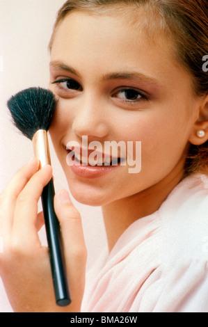Frau beim Schminken. - Stockfoto
