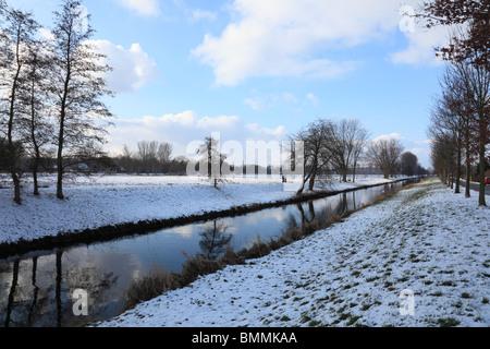 Niederrheinlandschaft, Flusslandschaft der Niers Im Winter Verschneit, 92er Zwischen Viersen Und Willich-Neersen, - Stockfoto