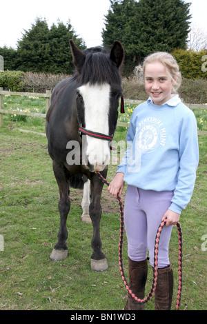 Ein Mädchen und ihr pony - Stockfoto