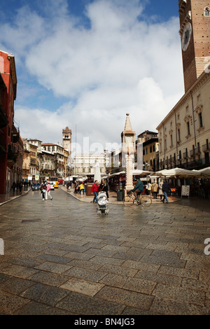 Piazza Delle Erbe in Verona, Italien - Stockfoto