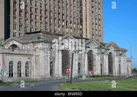 Aufgegeben von Michigan Central Railroad Station in der Nähe von Michigan Avenue West Seite Detroit Michigan USA - Stockfoto