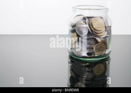 Münzen in Glas - Stockfoto