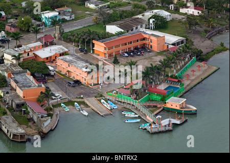 Luftaufnahme über Rivera del Rio Hotel Rio Soto La Marina Fluss La Pesca Tamaulipas Mexiko - Stockfoto