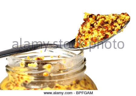 Nahaufnahme von Vollkorn Senf gehäuft auf einen Teelöffel, England - Stockfoto