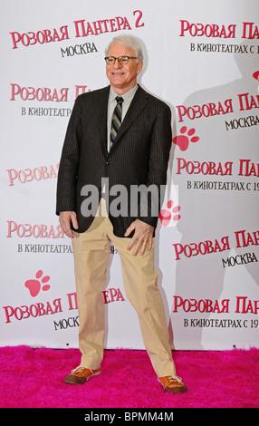 Jean Reno und Steve Martin bringen The Pink Panther 2 Film in Moskau - Stockfoto
