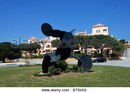 Metall Skulptur, Elviria, Marbella, Costa Del Sol, Provinz Malaga, Andalusien, Südspanien, Westeuropa. - Stockfoto