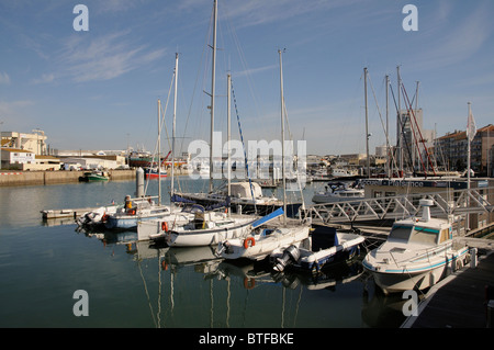 Les Sables d' Olonne Marina in der Vendee Region Frankreichs, bekannt für den Start & Finish Stadt Vandee Globe - Stockfoto