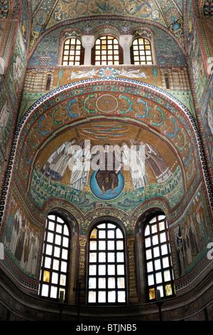 Ravenna. Italien. 6. C AD Mosaiken in der Apsis der Basilika di San Vitale. - Stockfoto