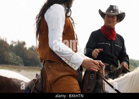 Zwei Reiter sprechen. Anping, Tainan, Taiwan - Stockfoto