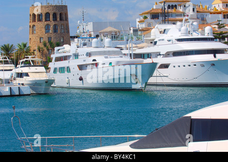 Exklusiven Yachthafen von Puerto Banús, Marbella, Costa del Sol Malaga Provinz, Andalusien, Spanien - Stockfoto