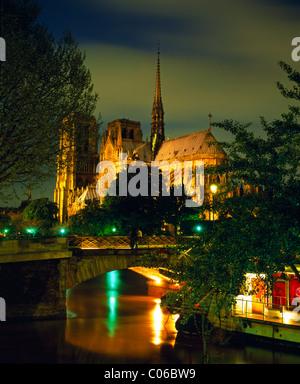 Frankreich, Paris, Notre-Dame in der Dämmerung - Stockfoto