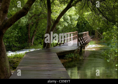 Holzbrücke in die Nationalparks Krka, Sibenik-Knin County, Kroatien, Europa - Stockfoto