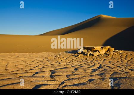 Sand Wellen in den Dünen der Mesquite Flats Sanddünen, Stovepipe Wells, Death Valley National Park, Kalifornien, - Stockfoto