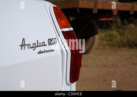 Ford Anglia 1200 deluxe Kombi Rennen - Stockfoto