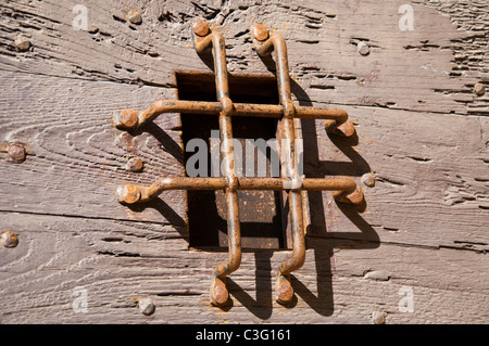 Guckloch an einer Tür in Sarlat, Dordogne Aquitanien Frankreich - Stockfoto