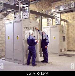 Unterbrechungsfreie Stromversorgungen Einheiten innerhalb eines hochsicheren Internet Exchange und Rechenzentrum - Stockfoto