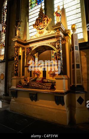 Innenraum der Kathedrale von Salisbury, Salisbury, England - Stockfoto
