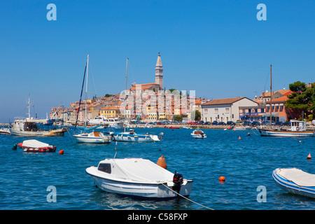 Adria, Architektur, Boot, Gebäude, Kirche, Stadtbild, Küste, Küste, Kroatien, Tag, Europa, Hafen, historische, Istra, - Stockfoto