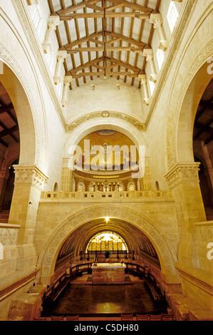 Innenraum der Franziskaner Kirche der Verklärung, vom Architekten Antonio Barluzzi, auf dem Gipfel von Mount Tabor - Stockfoto