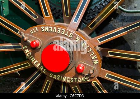 """Achse Pin und Rad Speichen von 1924-Wallis & Steevens-Zugmaschine """"Wanda"""". Whitwell & Reepham Steam Rally. - Stockfoto"""