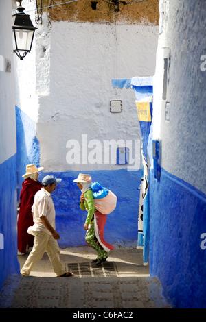 Blaue Häuser und Gassen in Chefchaouen, Marokko - Stockfoto