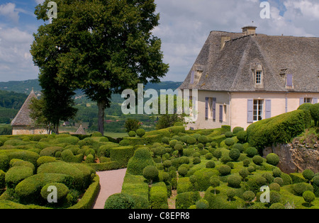 Aufwendigen Formschnitt rund um das Schloss bei Les Jardins de Marqueyssac in Vezac, Dordogne, Frankreich - Stockfoto