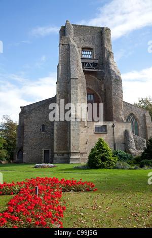 Turm der St.-Nikolaus Kirche, North Walsham Norfolk ruiniert - Stockfoto