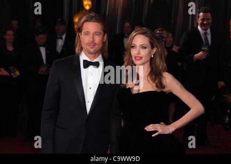 26. Februar 2012 - Los Angeles, Kalifornien, USA - Brad Pitt, Angelina Jolie .84th Annual Academy Awards - Ankünfte - Stockfoto