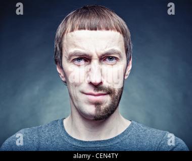 eine halbe Stufe das Gesicht rasieren - Stockfoto