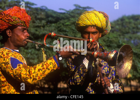 Wandernde Musiker auf der Pushkar Camel Fair in Pushkar, Rajasthan, Indien. - Stockfoto