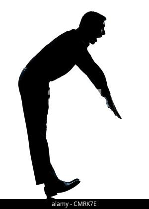 ein kaukasischer Business Mann eine lustige Übung Ausgleich stehen Silhouette voller Länge im Studio isoliert auf - Stockfoto