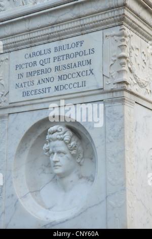 Grabstein des russischen Malers Karl Bryullov auf dem evangelischen Friedhof in Testaccio-Viertel in Rom, Italien. - Stockfoto