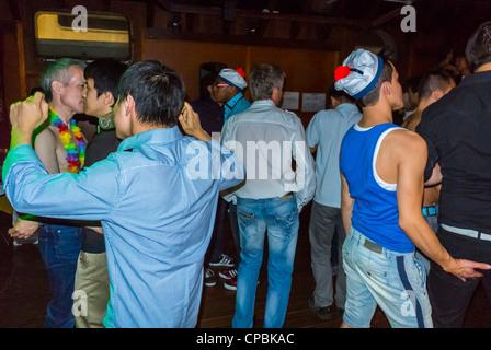 Paris, Frankreich, Franzosen, asiatische Gay Association Geburtstagsparty am Boot (lange Yang Club), Gruppentänze - Stockfoto