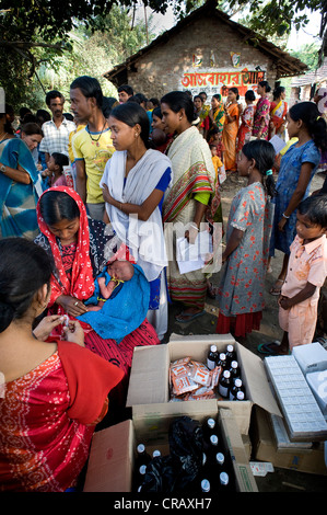Impfkampagne gegen die Kinder von den deutschen Ärzten für die dritte Welt in Kalkutta, Kolkata, Westbengalen, Indien, - Stockfoto